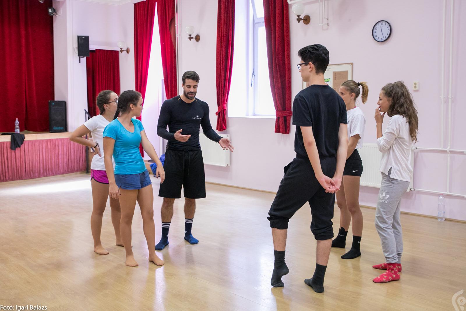 A Felsővárosi Közösségi Házban Szóka Roland segítette tanácsaival a fiatal táncosokat